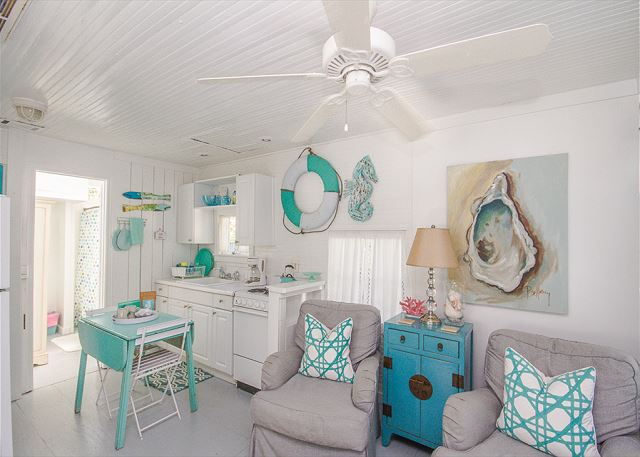 Little turquoise dining table.