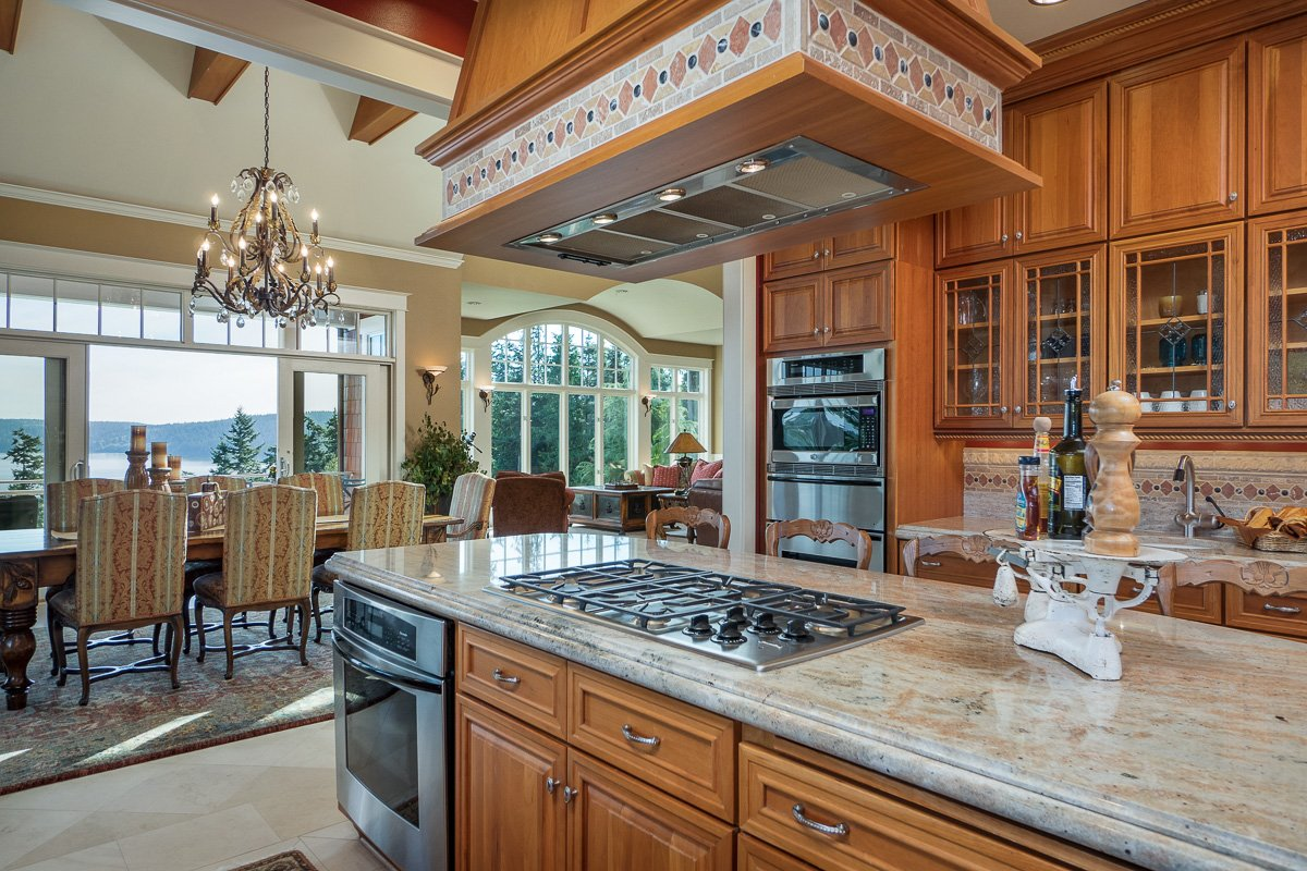 Luxury equestrian living at it's best. Gibalter equestrian estate - Kitchen