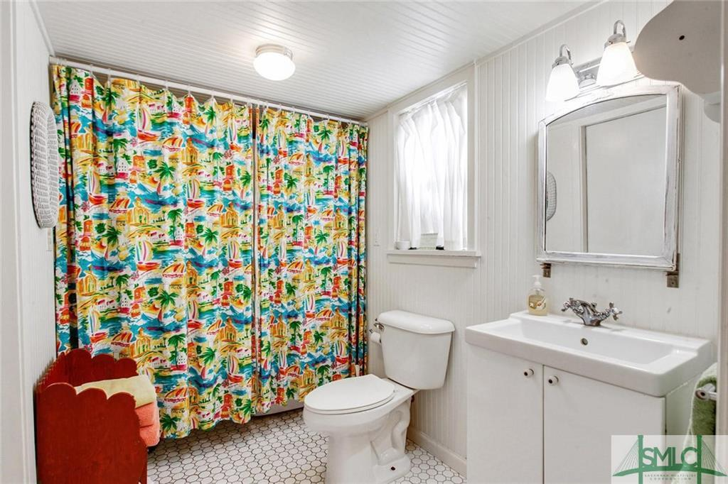 2 full baths - Castaway Cottage