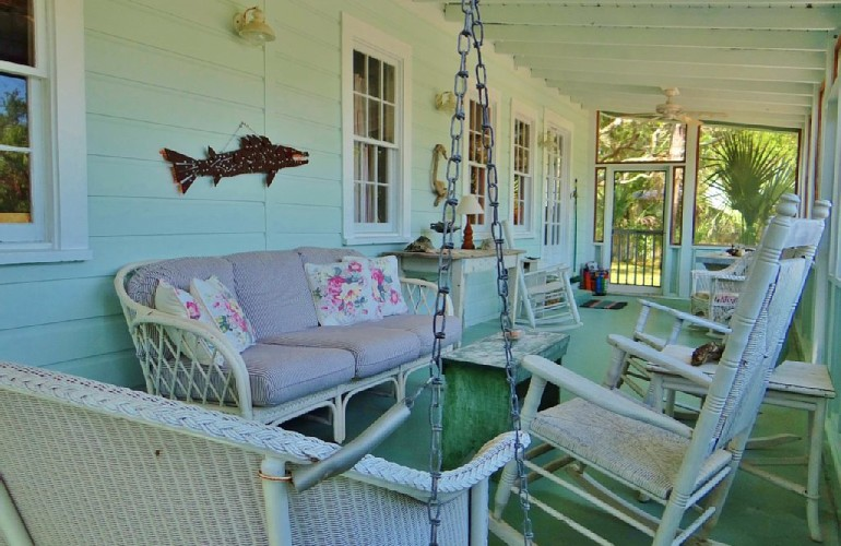 A Picturesque Vintage Cottage Rental in Florida