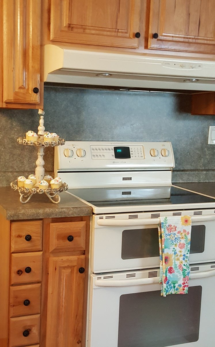 D Lawless Hardware - new kitchen knobs and pulls to easily update your kitchen