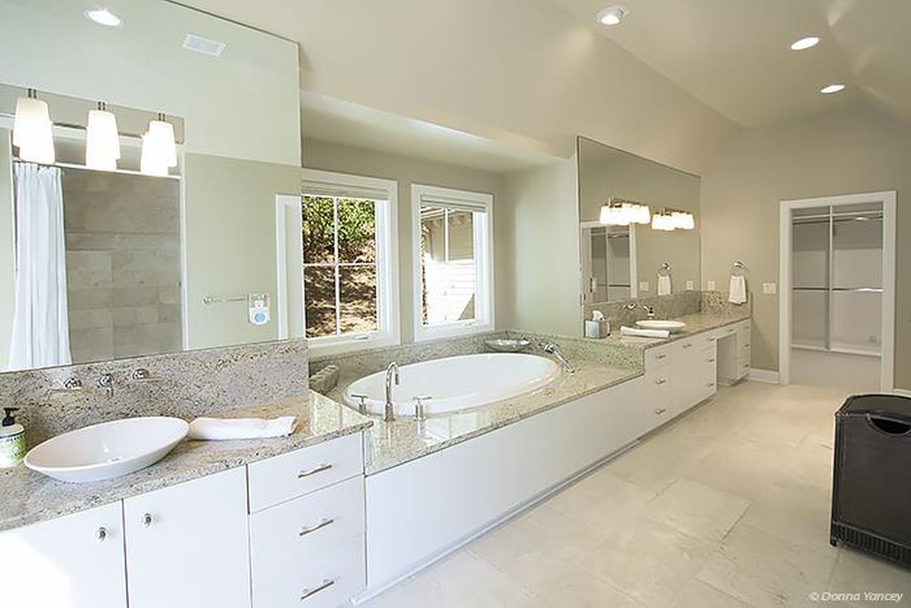 Nicole Kidman and Keith Urban Farmhouse 2032 Old Hillsboro Rd Franklin Tennessee - Bathroom