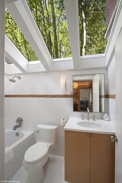 Nicole Kidman and Keith Urban Farmhouse for sale 2032 Old Hillsboro Rd Franklin Tennessee -bathroom