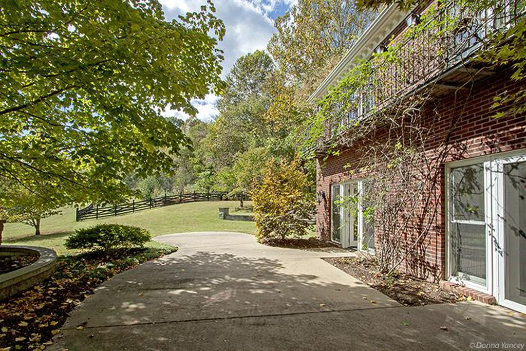 Nicole Kidman and Keith Urban Red Brick Farmhouse for sale Franklin TN - Balcony.