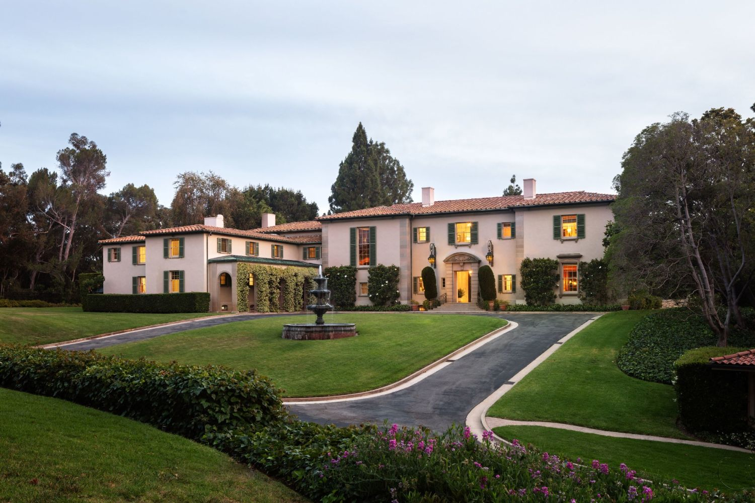 Iconic Hollywood home in Holmby Hills sold. Classic Tuscan-style home