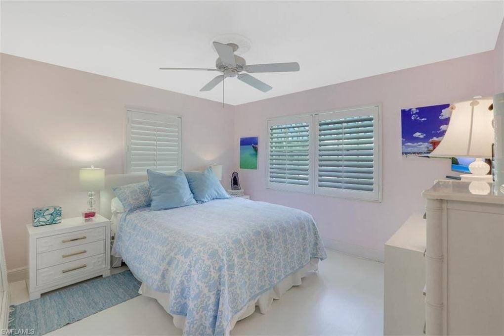 Old Florida Flamingo Style Cottage in Naples FL For sale. Bedroom.
