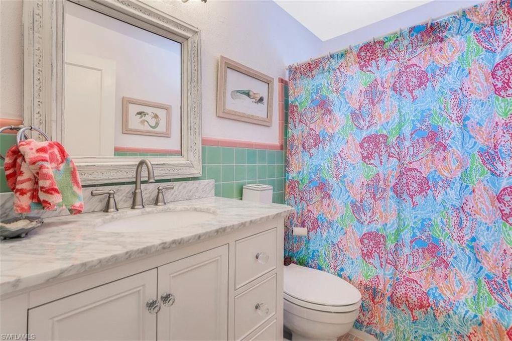 Old Florida Flamingo Style Cottage in Naples FL For sale. Bathroom.