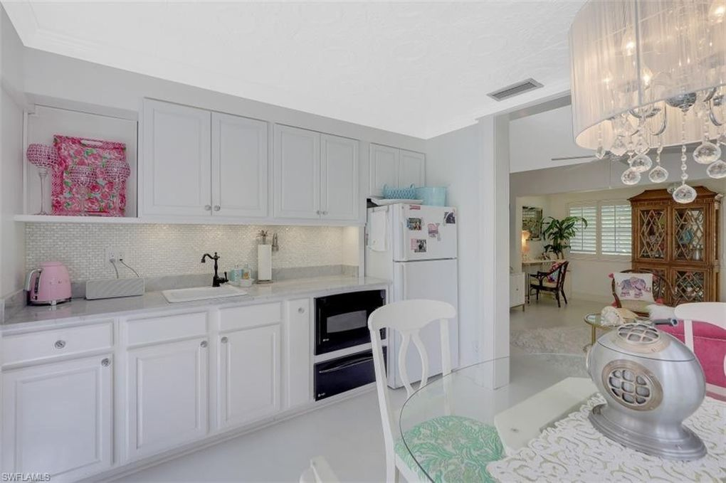 Old Florida Flamingo Style Cottage in Naples FL For sale. Kitchen.