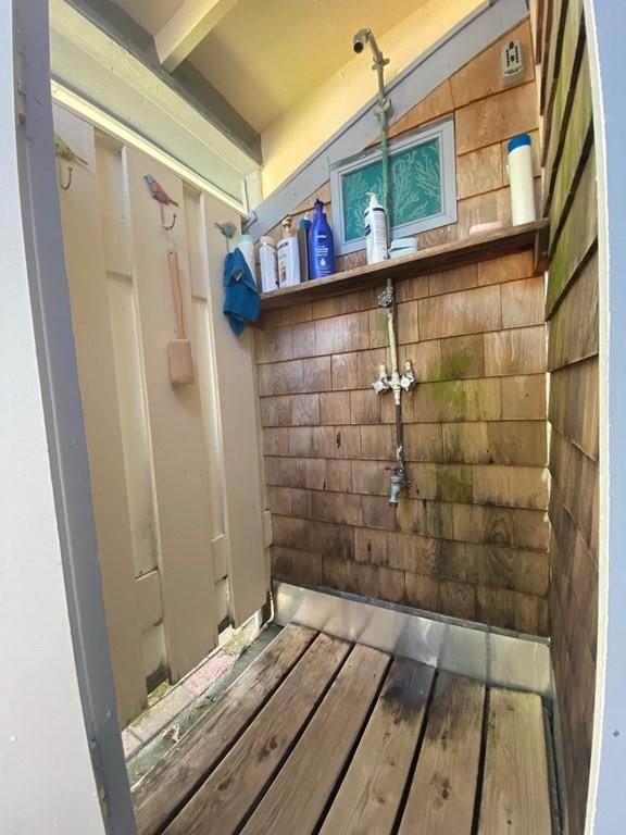 Martha Vineyard Cottage for sale - outside shower