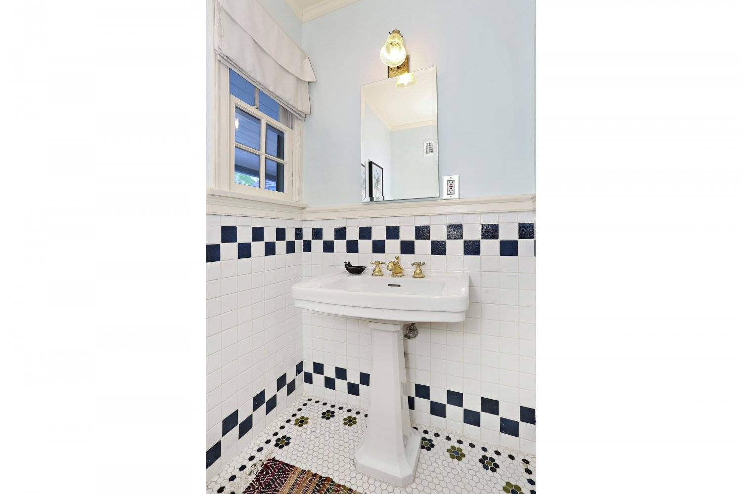 Pennsylvania Dutch Cottage Gerard Colford for sale. 2310 E Chevy Chase Dr. Glendale CA - Guest Bathroom