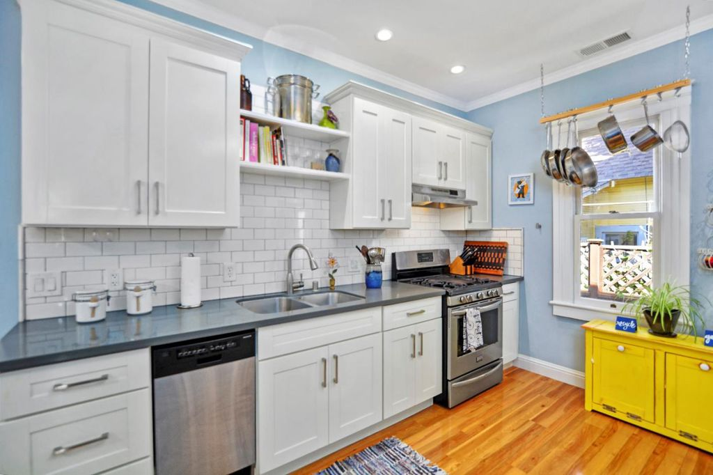 Perfect Tiny coastal cottage in Pacific Grove CA for sale - Kitchen has subway tile