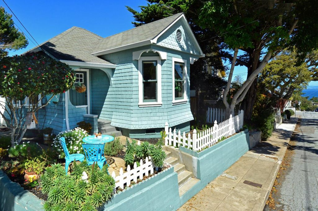 Perfect Tiny coastal cottage in Pacific Grove CA