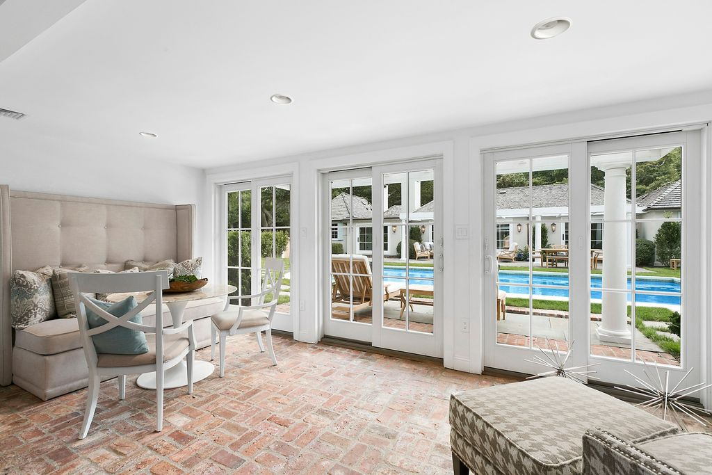 Rachel Ray Is Selling Her Beautiful Southhampton NY Home - pool house