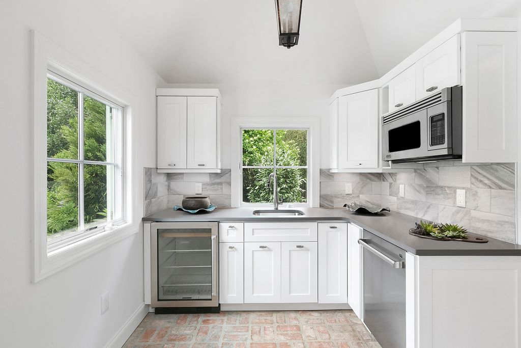 Rachel Ray Is Selling Her Beautiful Southhampton NY Home - second kitchen