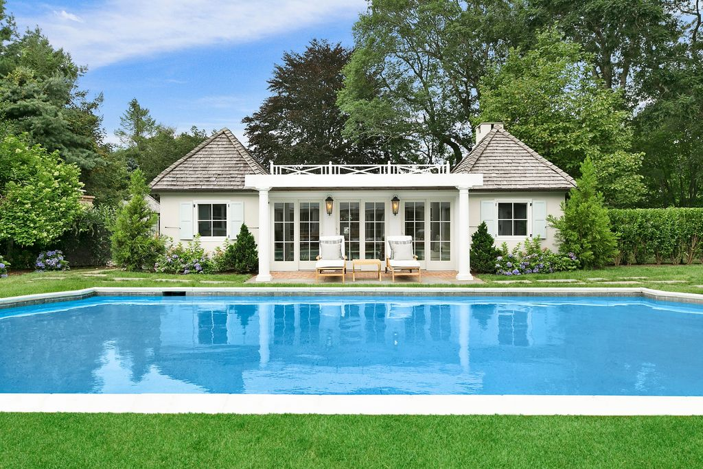 Rachel Ray Is Selling Her Beautiful Southhampton NY Home - sereme pool house