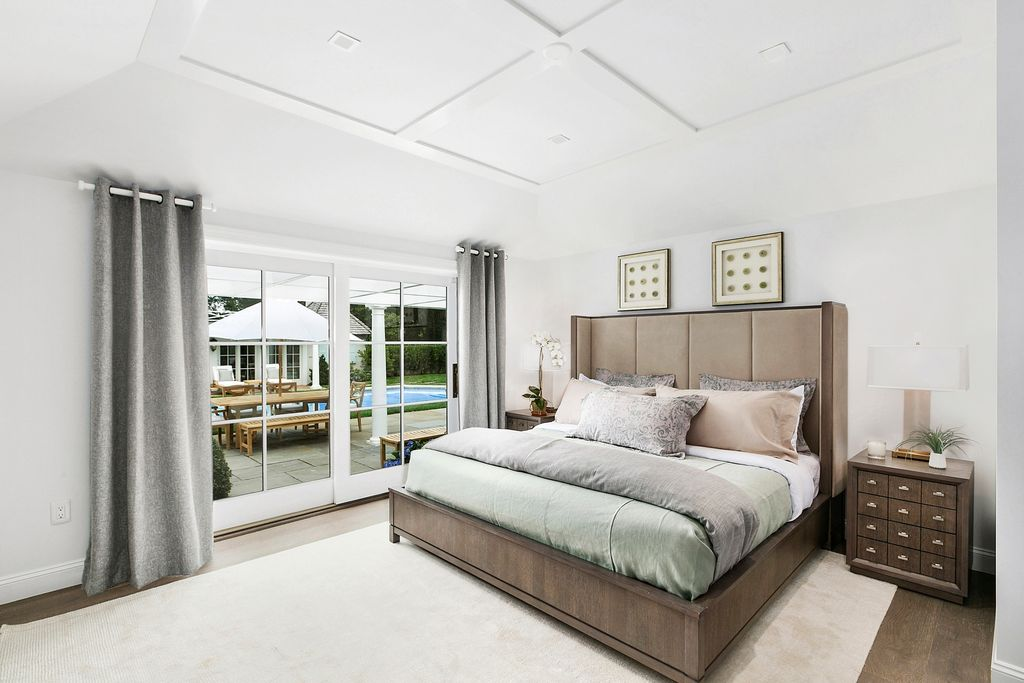 Rachel Ray house for sale at 234 Tuckahoe Ln Southampton NY - Bedroom