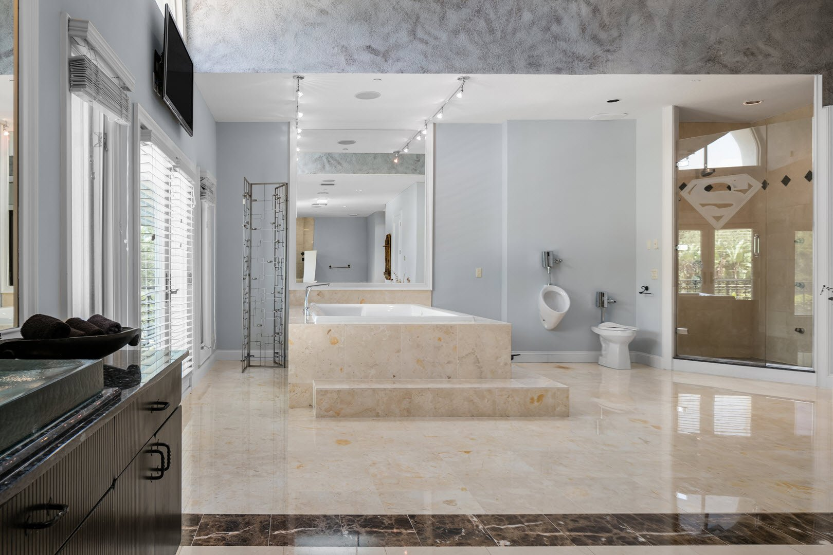 Shaq Mansion in Florida For Sale - Bathroom