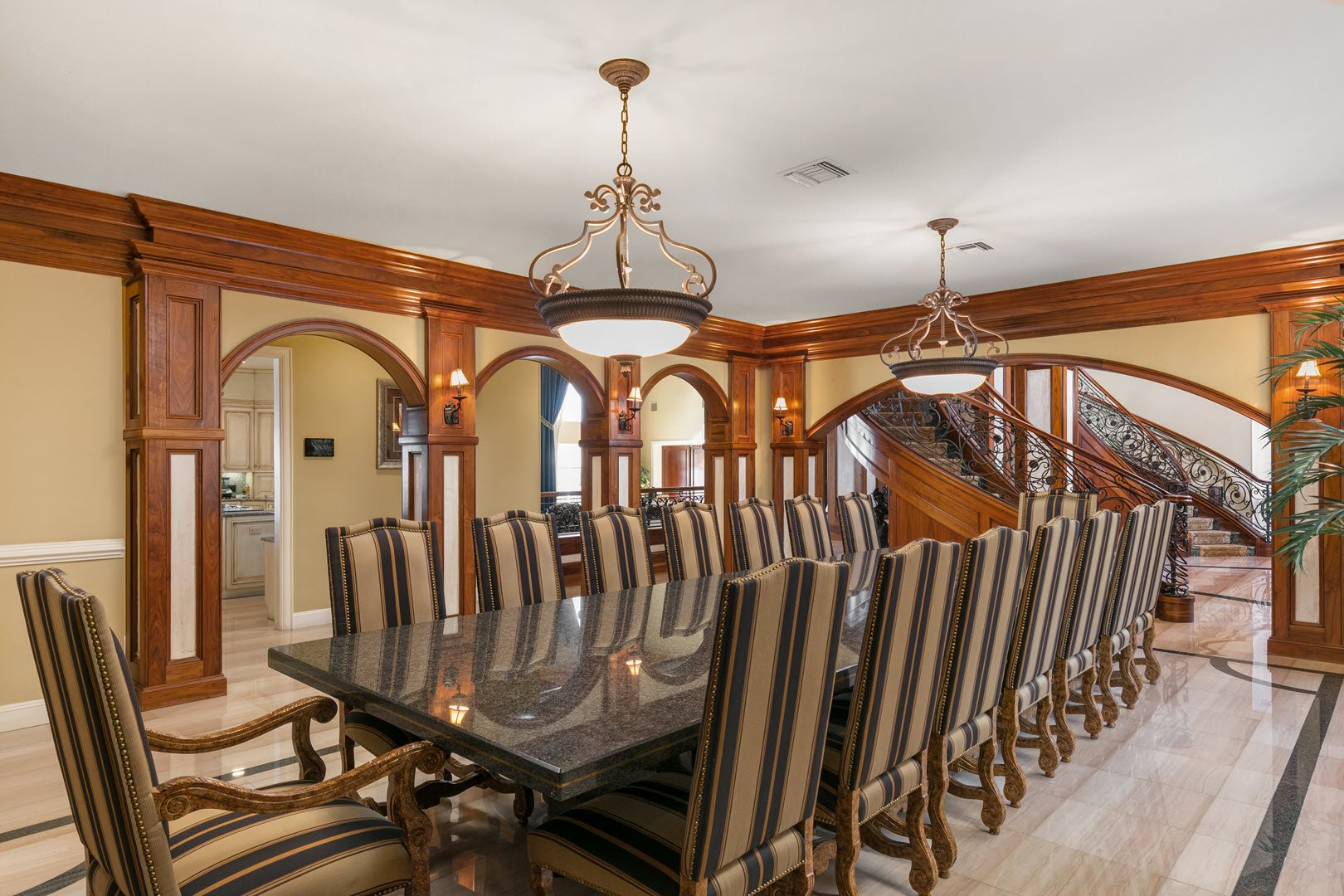 Shaquille Oneal Mansion In Florida For Sale- Dining Room