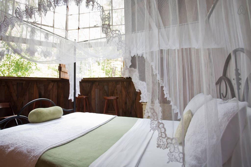 Silo Studio Cottage to rent has one of the most romantic bedrooms. Check out Airbnb for details