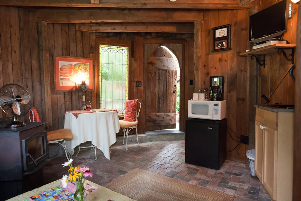 Silo Studio Cottage to rent in Tyringham MA