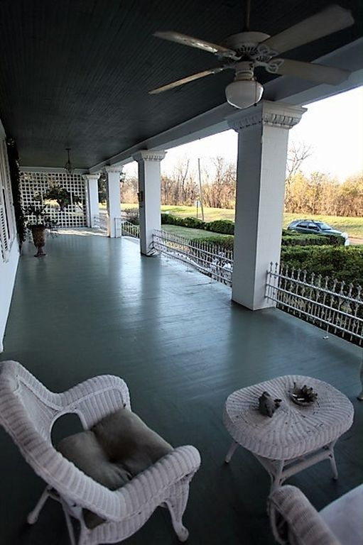 Skeeter's House from The Help Movie 613 River Rd Greenwod, MS for sale - large shady wraparound porch