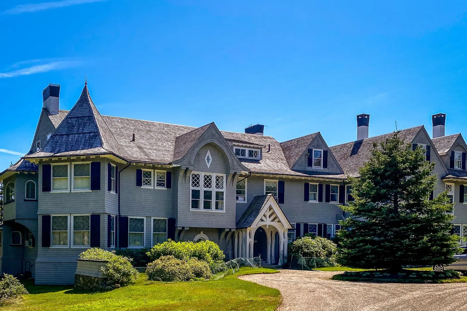 John Travolta's wonderful mansion in Isleboro Maine on the market.