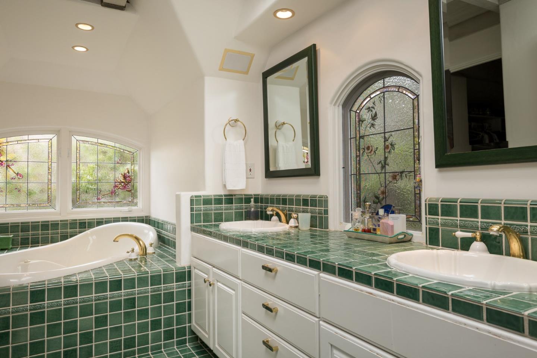 Storybook cottage in Carmel Ca for sale - 2nd bathroom