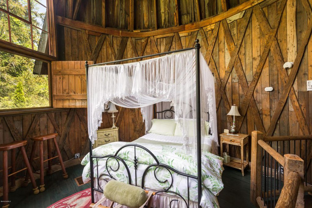 Studio Silo Romantic Bedroom with white canopy bed.