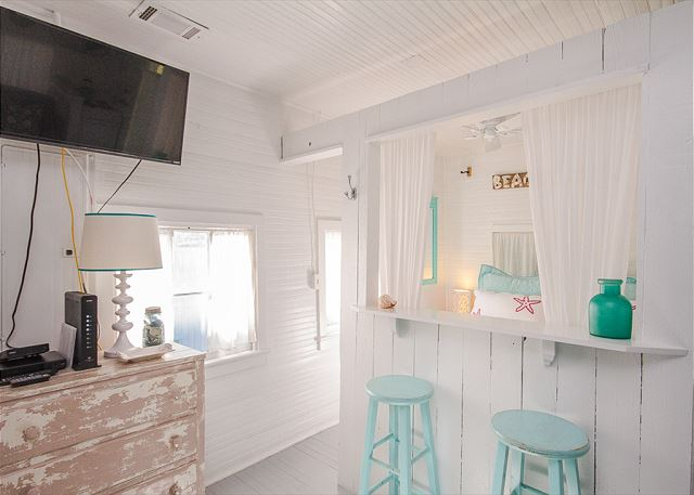 small bar area inside Mermaid Cottage to rent