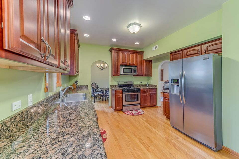 The Belushi Brothers childhood home in Wheaton IL for sale - Kitchen