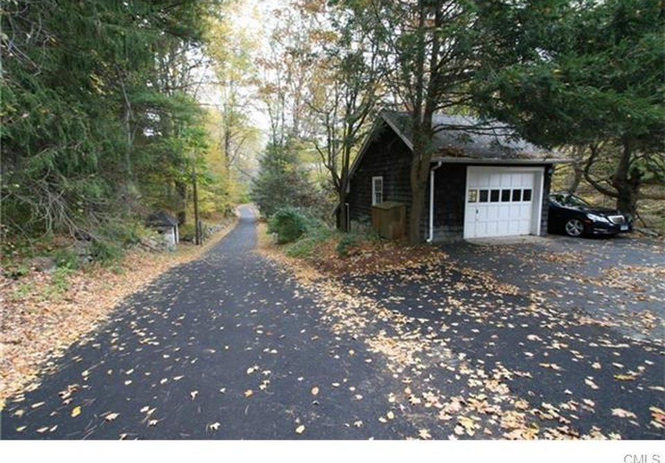 The Pumpkin Cottage Detached Garage and winding country driveway