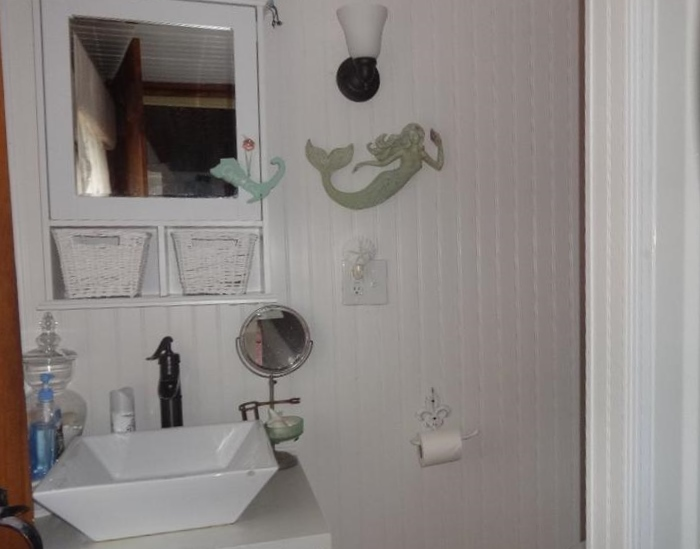 Tiny Yarmouth MA beach cottage - Cute Bathroom