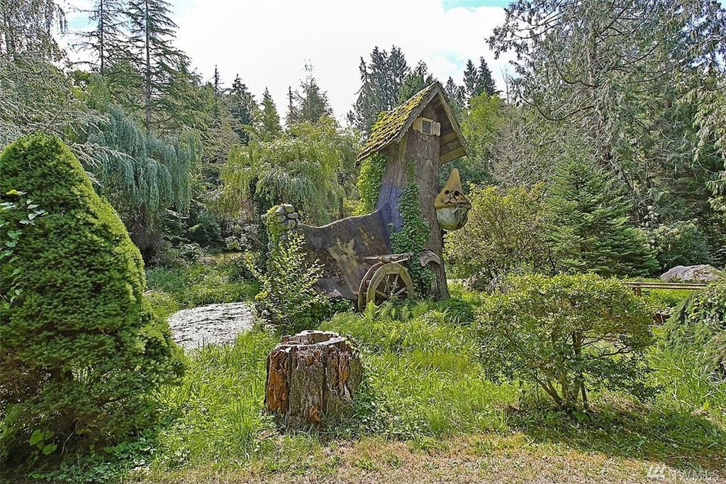 Treehouse with water wheel - Snow White's Cottage for sale