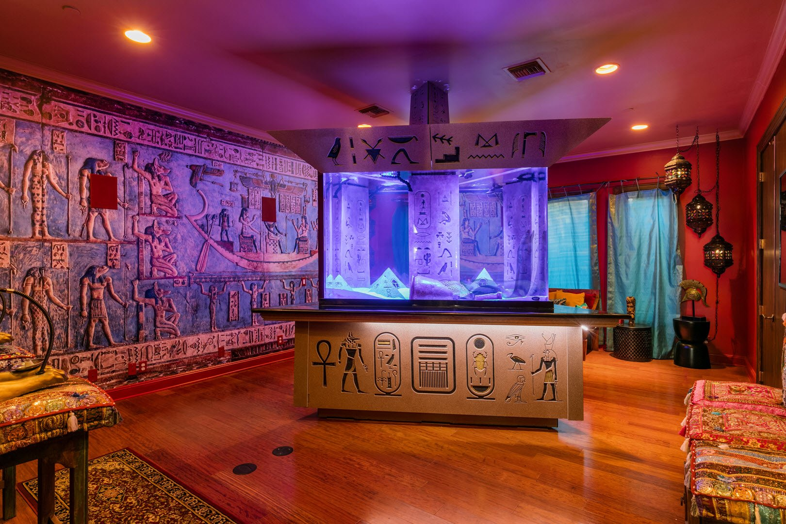 Shaquille O'Neal Florida Mansion -Unusual egyptian room