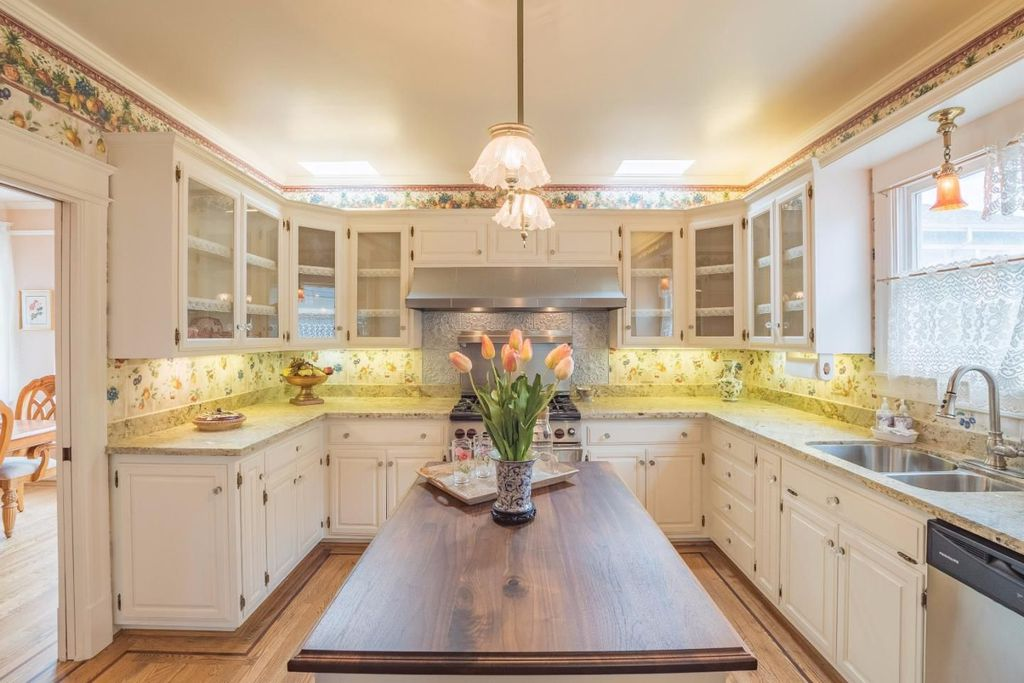 Victorian Yellow House The Daffodil for sale in Pacific Grove CA - Kitchen