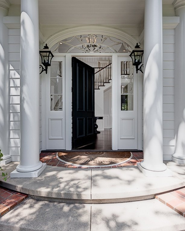 Vince Vaughn Colonial Mansion in CA for sale has this spectacular entrance. Inside the home is all white with black accessories.