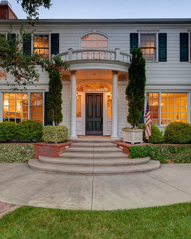 Vince Vaughn Colonial Mansion in CA for sale