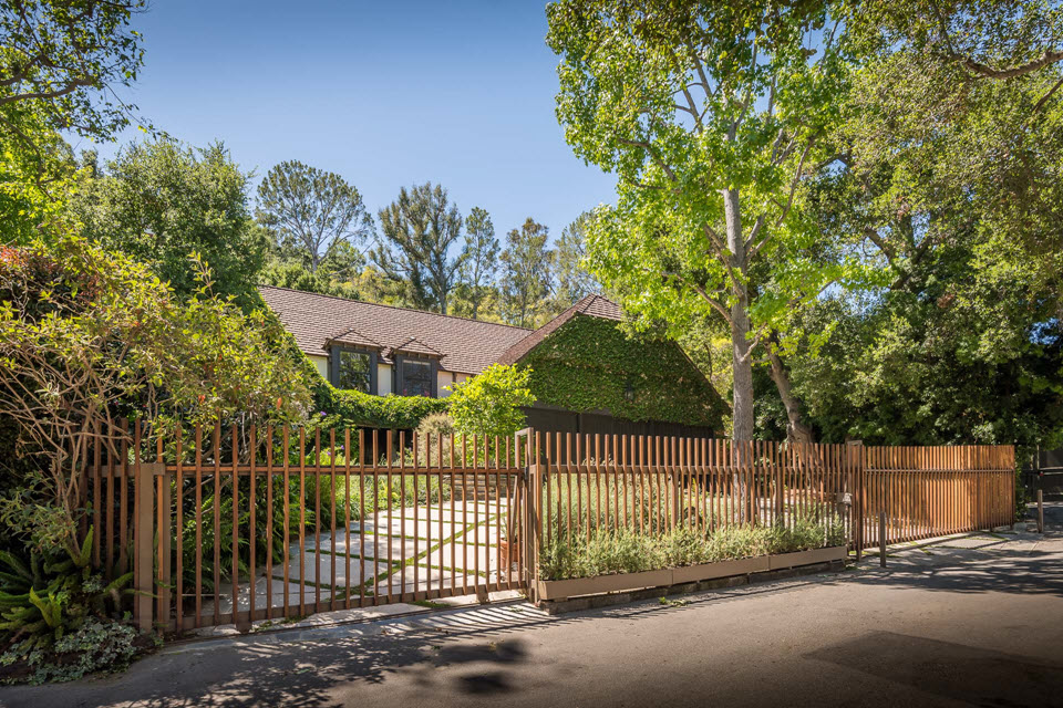 Welcome to this lovely English Country home for sale in Brentwood neighborhhod of Los Angeles