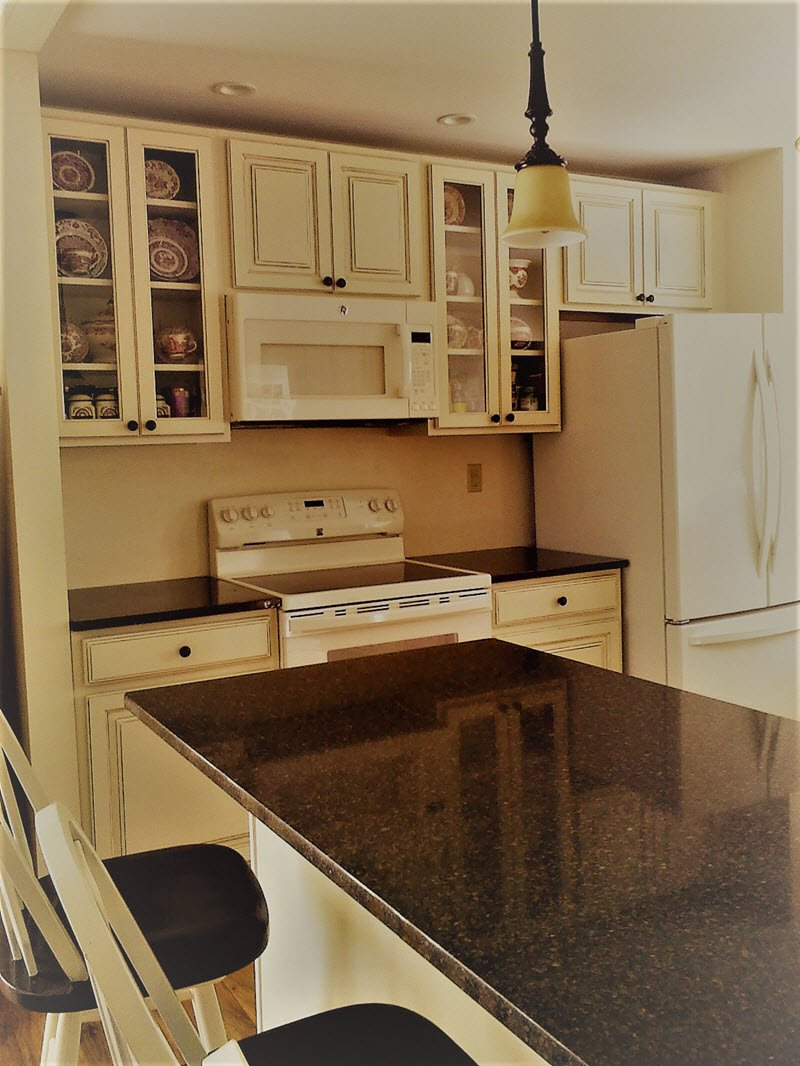 Kitchen in cozy cute cottage in NY for sale